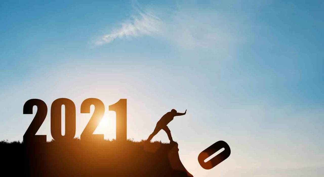 Jurisprudencia. Nuevo año 2021, un hombre empuja hacia el vacío el 0 del 2020