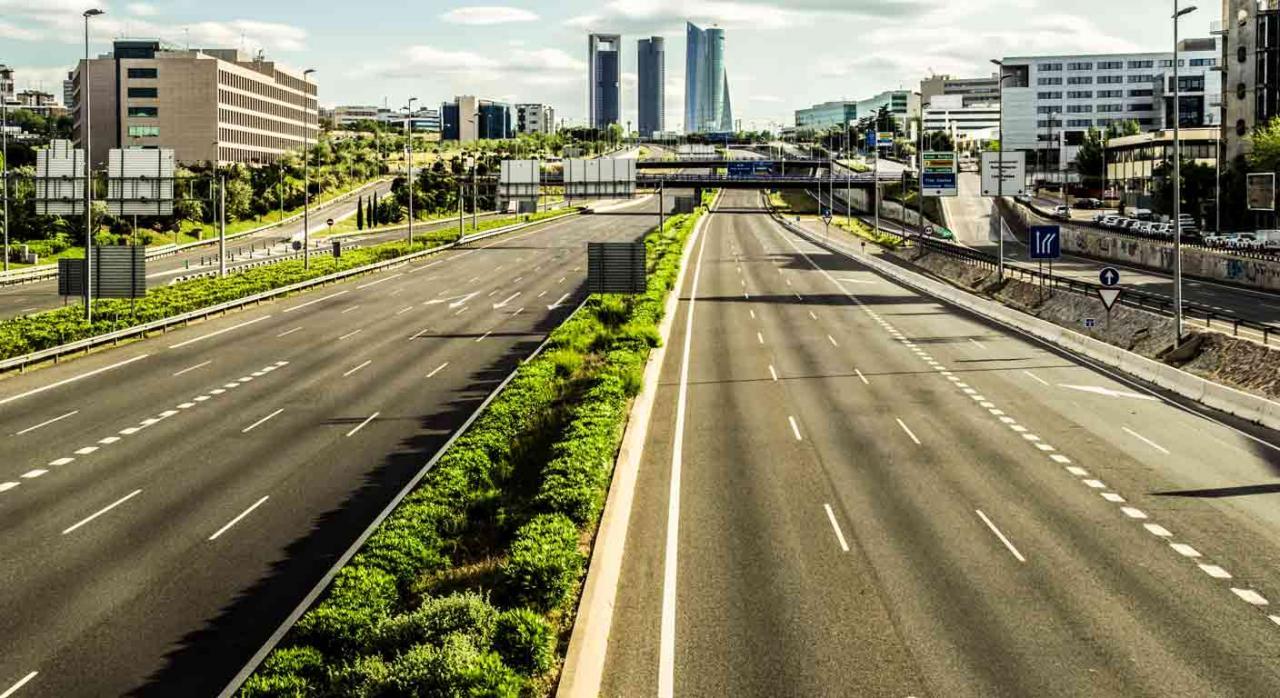 Acceso Madrid con las cuatro torres al fondo