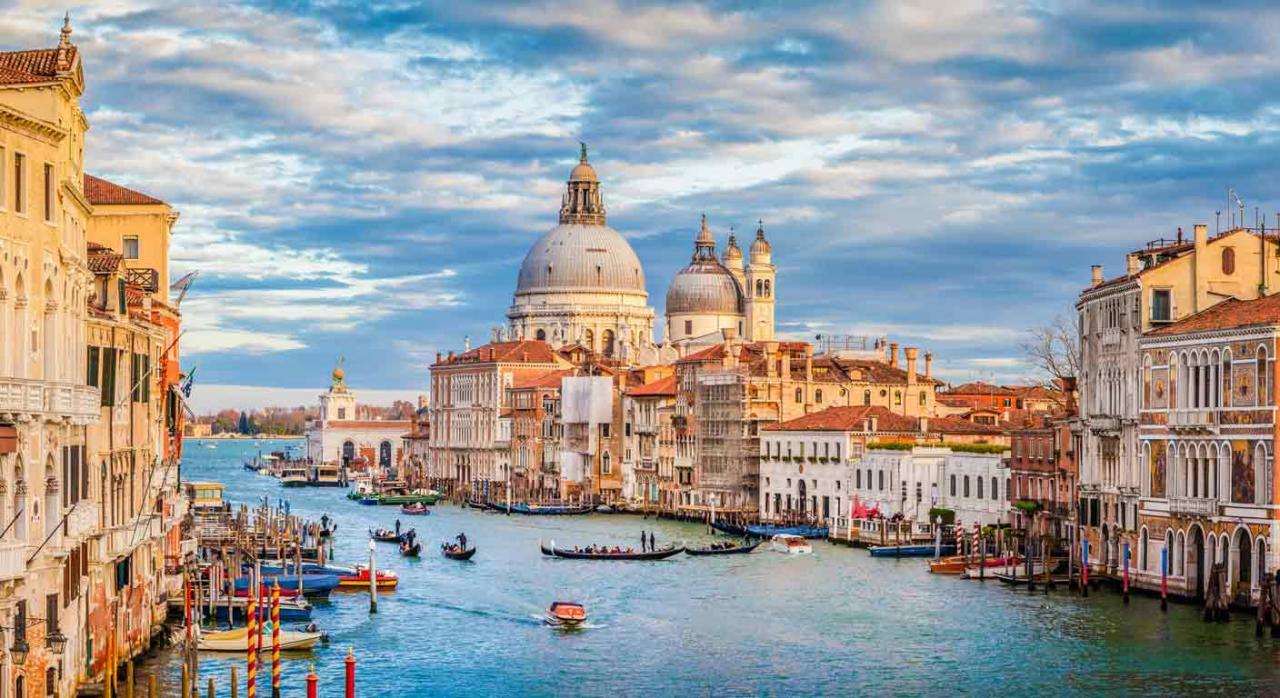 Normativa autonómica general y convocatorias de ayudas (del 1 al 15 de febrero de 2021). Imagen del Canal Grande con la Basilica di Santa Maria della saludo en Venecia,