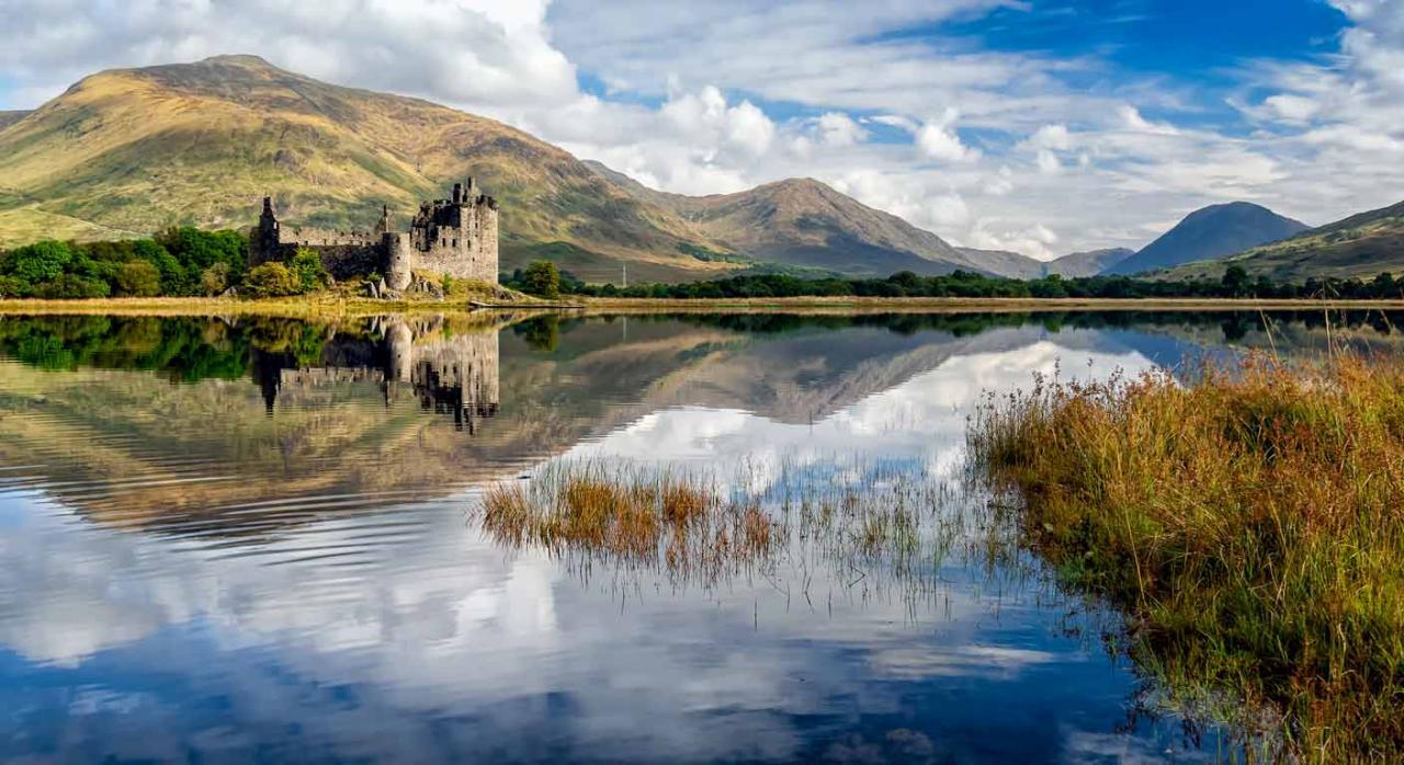 Normativa autonómica general y convocatorias de ayudas (del 16 al 28 de febrero de 2021). Imagen del Ruinas del Castillo de Kilchurn en Loch Awe, Escocia