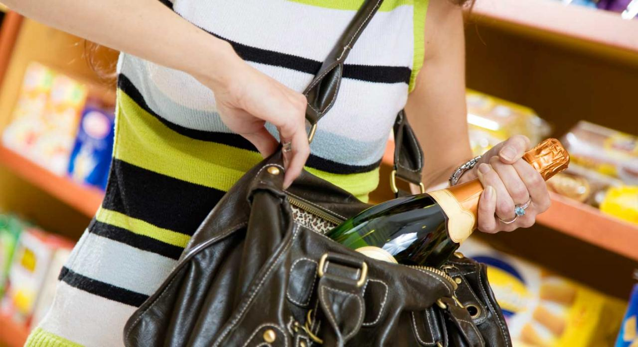 TSJ. El registro indebido del bolso a una trabajadora puede costarle a la empresa 1.000 euros
