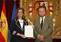 El Comité de Expertos sobre pensiones entrega el informe del factor de sostenibilidad a Fátima Báñez