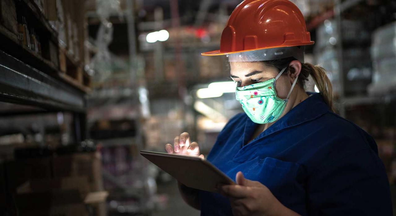 convalidación RDL 2/2021. Imagen de una mujer trabajando