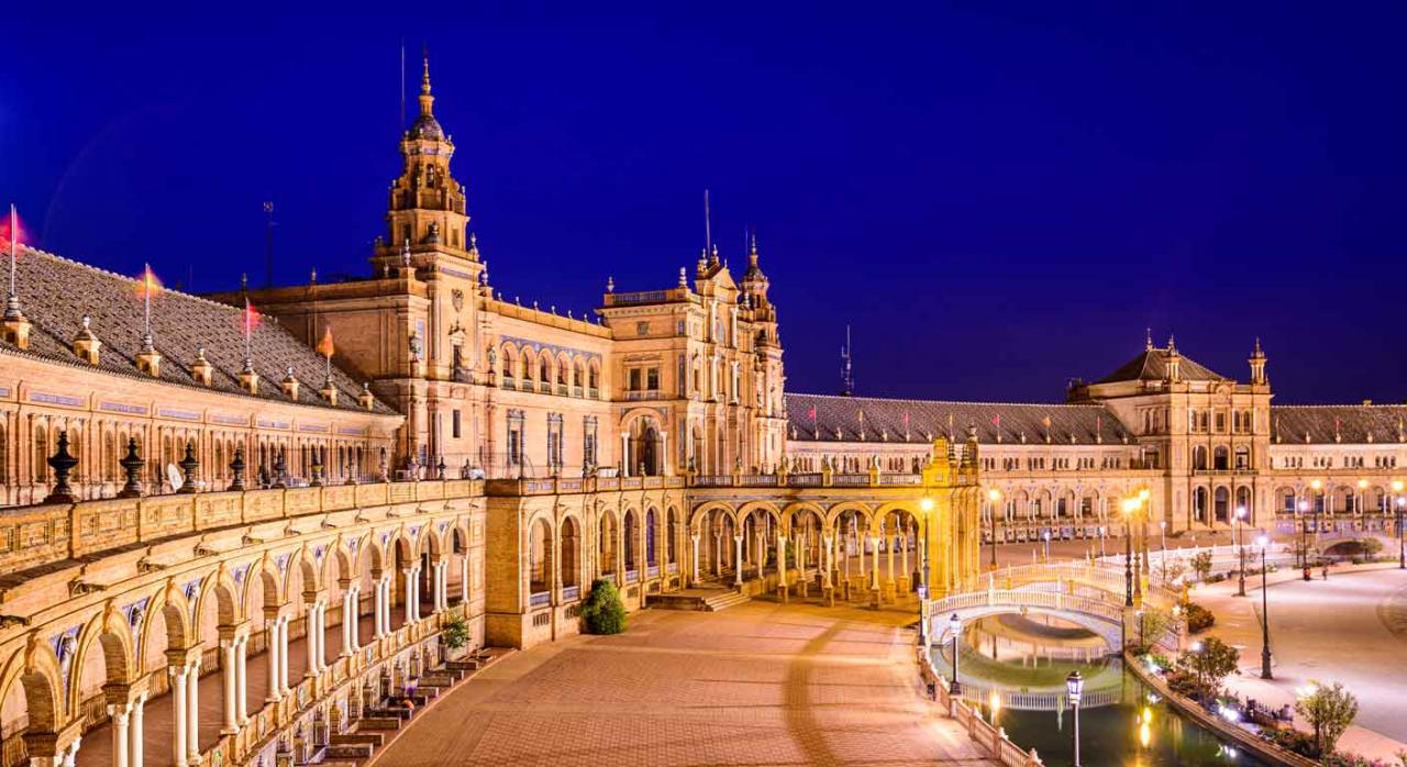 Convenios Colectivos Estatales, de CC. AA. y provinciales. Imagen de la Plaza de España en Sevilla