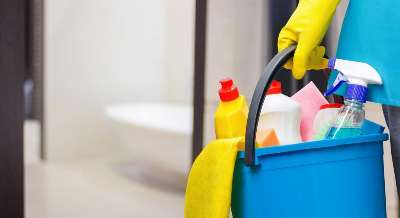 La eficacia general de los convenios solo resulta predicable a quienes quedan comprendidos dentro del ámbito representativo de las partes firmantes. Imagen de utensilios de limpieza