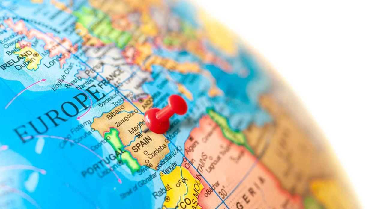 Normativa autonómica general y convocatorias de ayudas (del 16 al 31 de mayo de 2021). Imagen del Globo terráqueo con un alfiler rojo posicionando España
