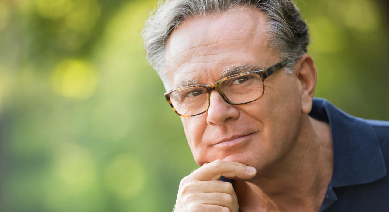 Hombre pensando en jubilarse