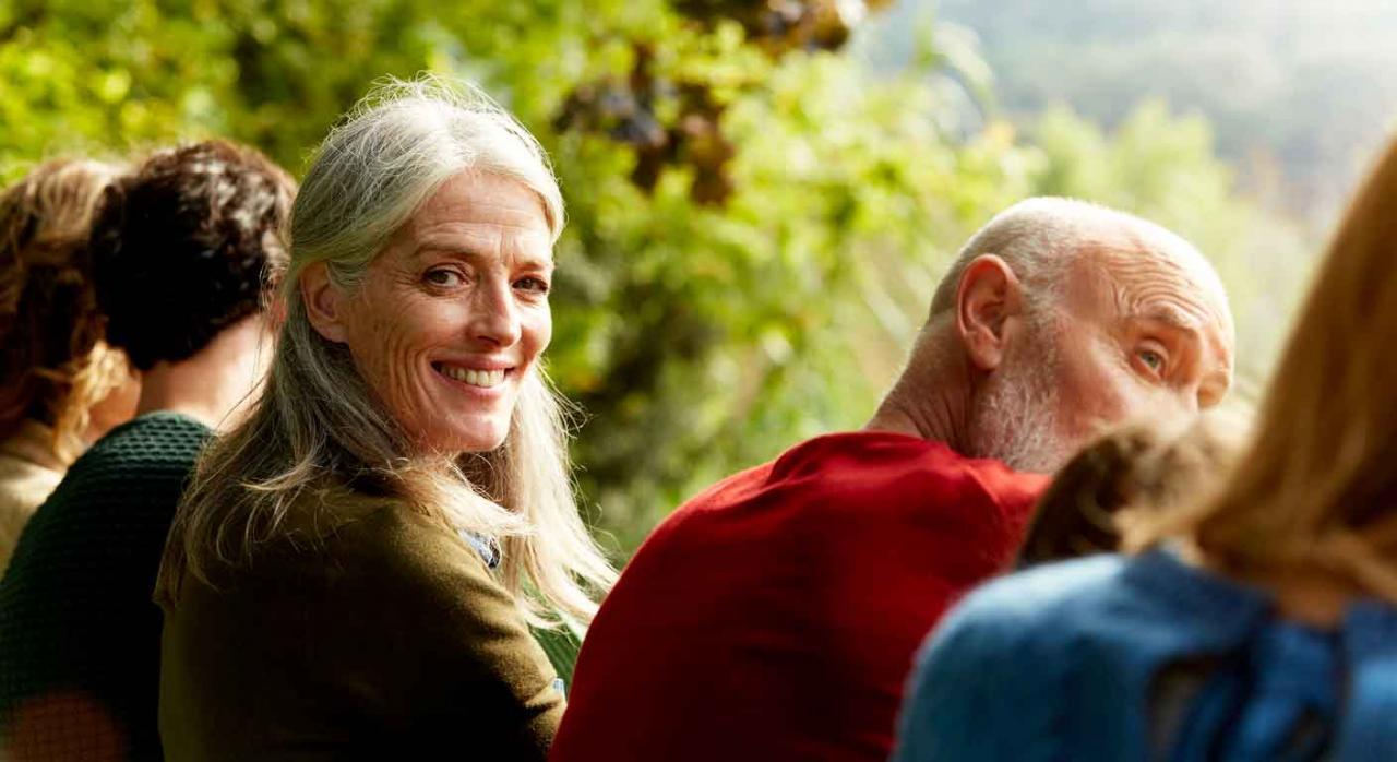 Jubilación anticipada; libre circulación de trabajadores; pensión mínima. Imagen de unos jubilados al aire libre