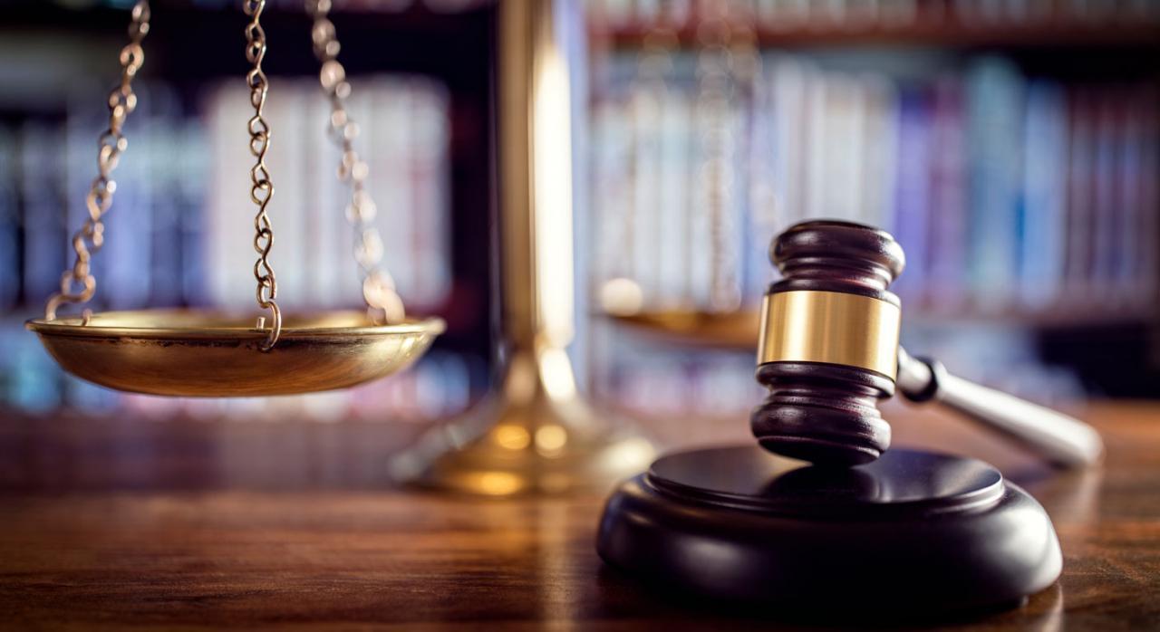 Selección de sentencias más importantes recopiladas entre el 1 y el 15 de septiembre de 2021. Imagen de un mazo y balanza de un juez