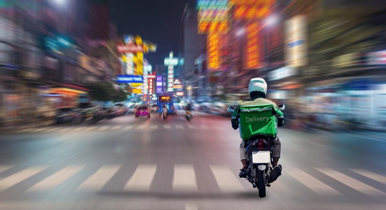 El Congreso aprueba la 'Ley Rider' y la remite al Senado para continuar con su tramitación. Imagen de rider en la ciudad por la noche
