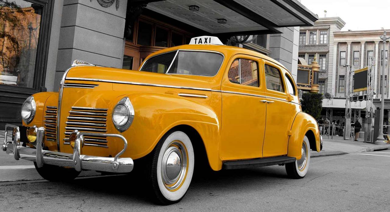 El apremio sobre la licencia no requiere autorización municipal. Imagen con un taxi vintage de Nueva York un taxi