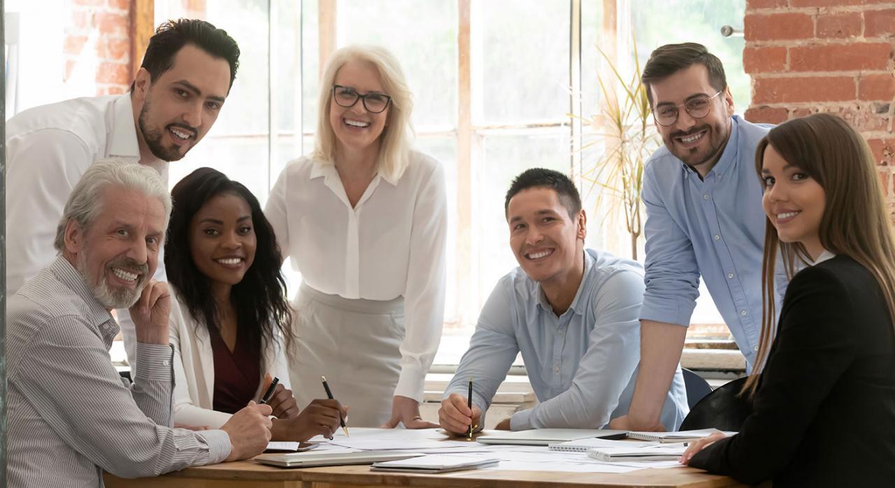 Liderar con éxito la diversidad de un equipo. Imagen de una equipo de personas