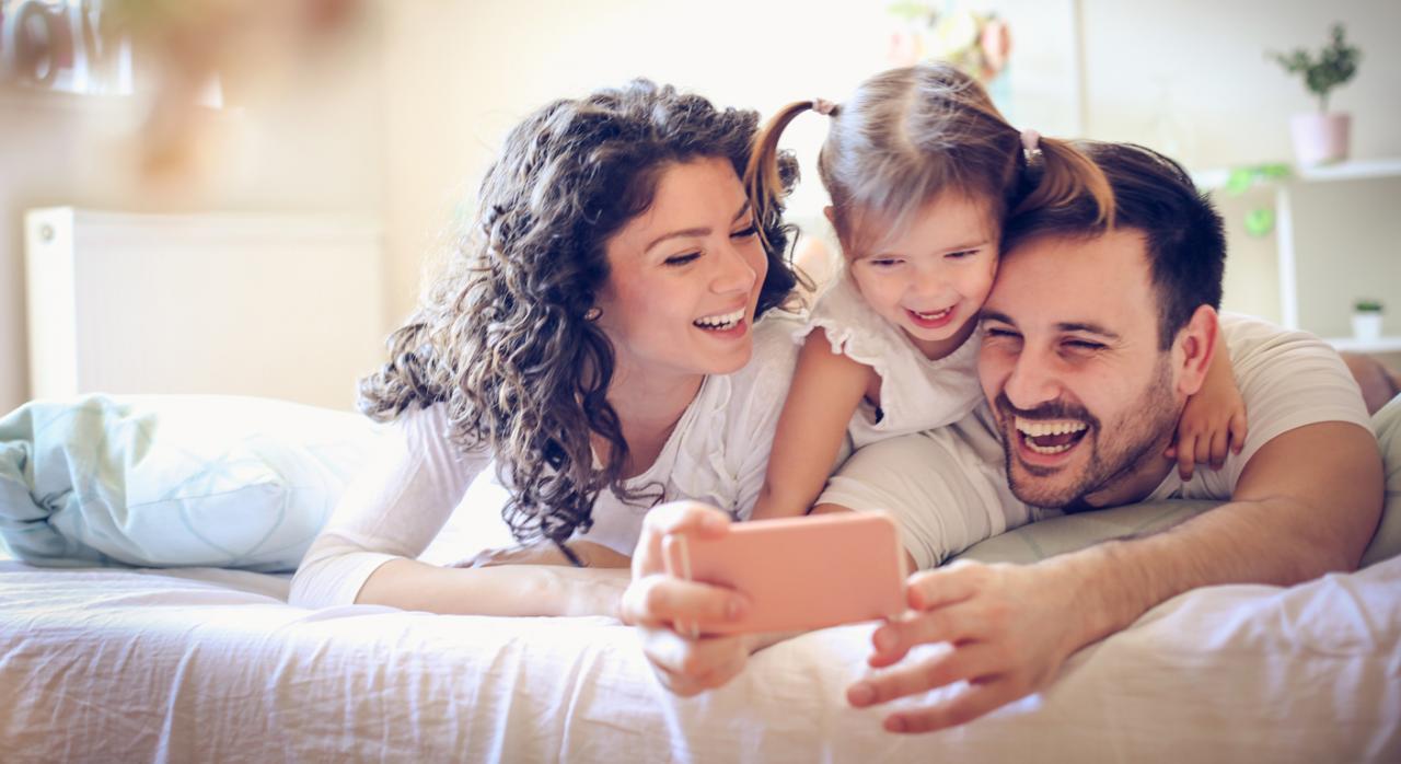 Los contribuyentes ya pueden solicitar la devolución del IRPF de las prestaciones de maternidad y paternidad de 2016 y 2017