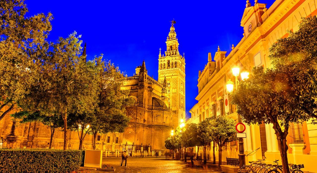 Normativa de las CCAA. Imagen de la plaza de la ciudad de Sevilla