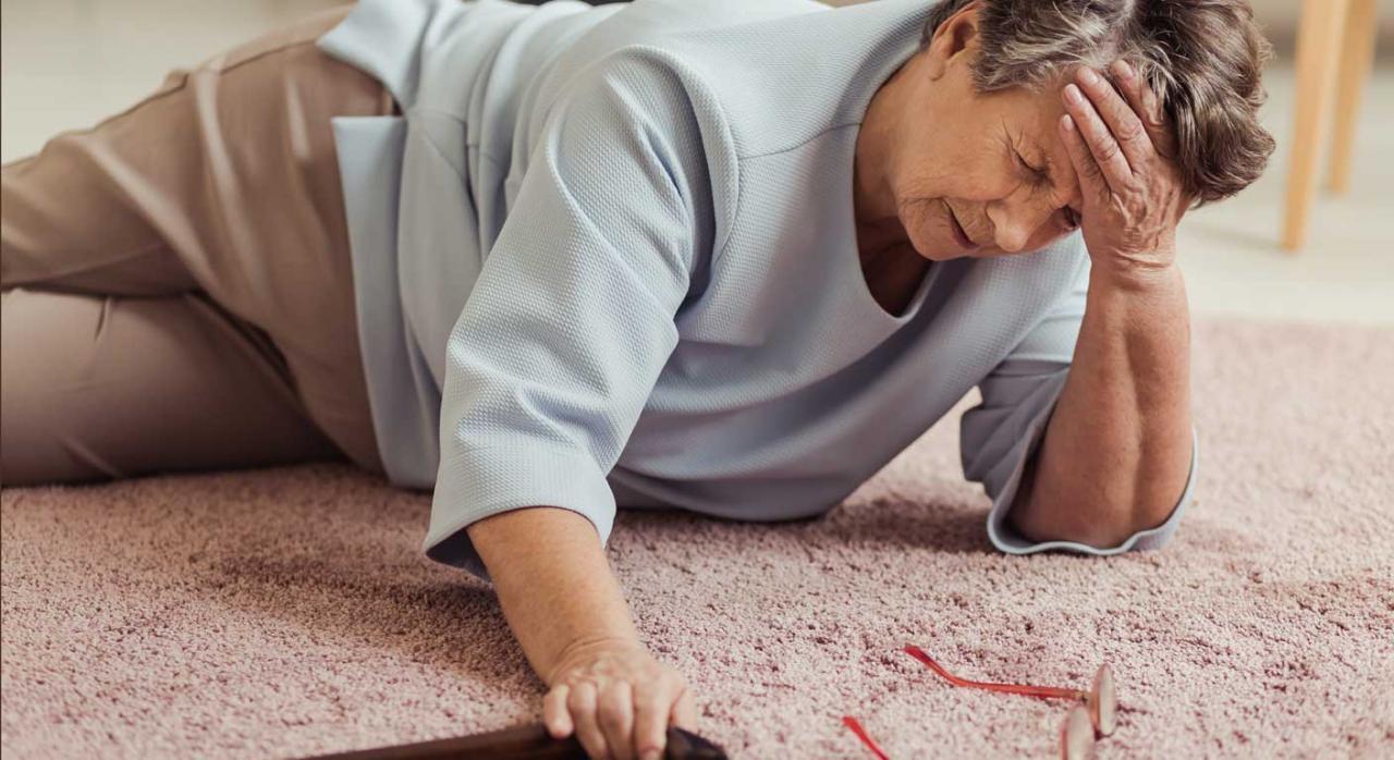 Persona mayor caida en casa