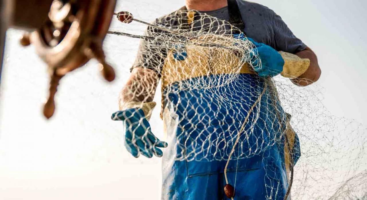 RETM; jubilación anticipada; coeficientes reductores. Pescador recogiendo las redes.