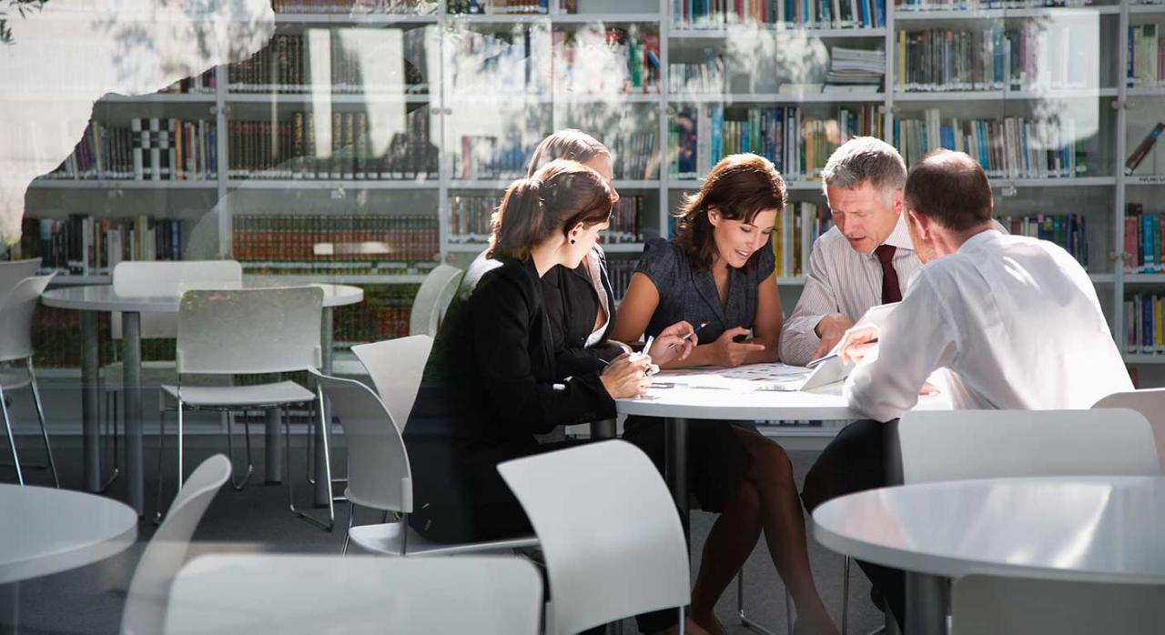 Planes de igualdad; comisiones ad hoc. Imagen de una reunión de empresarios