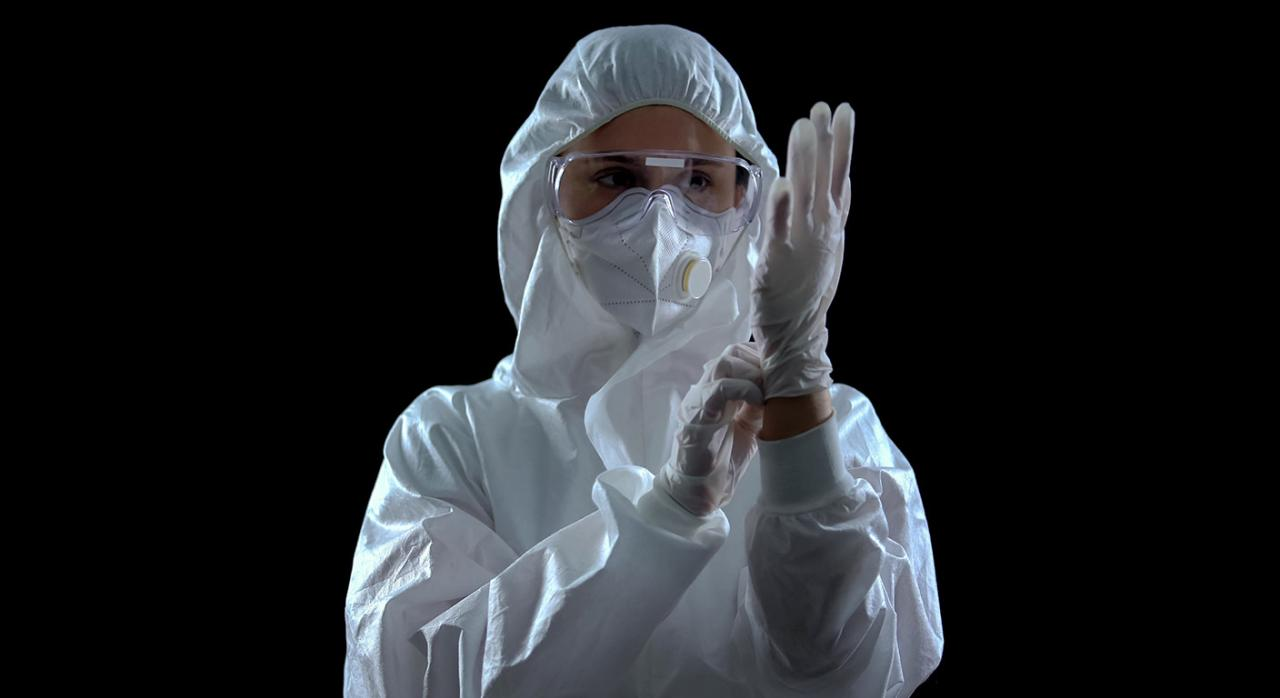 Prevención riesgos covid19. Imagen de una persona con equipo de protección individual