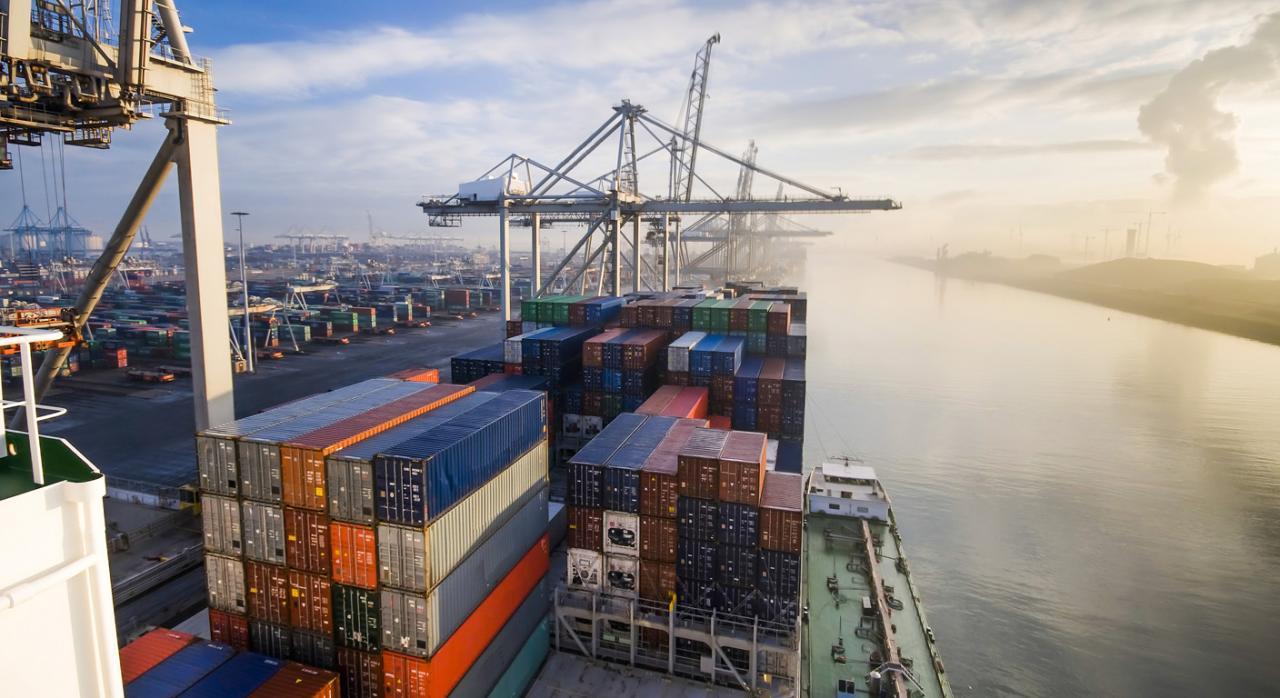 Por haber tardado en liberalizar el sector de los servicios portuarios de manipulación de mercancías, España es condenada a pagar una cantidad a tanto alzado de tres millones de euros