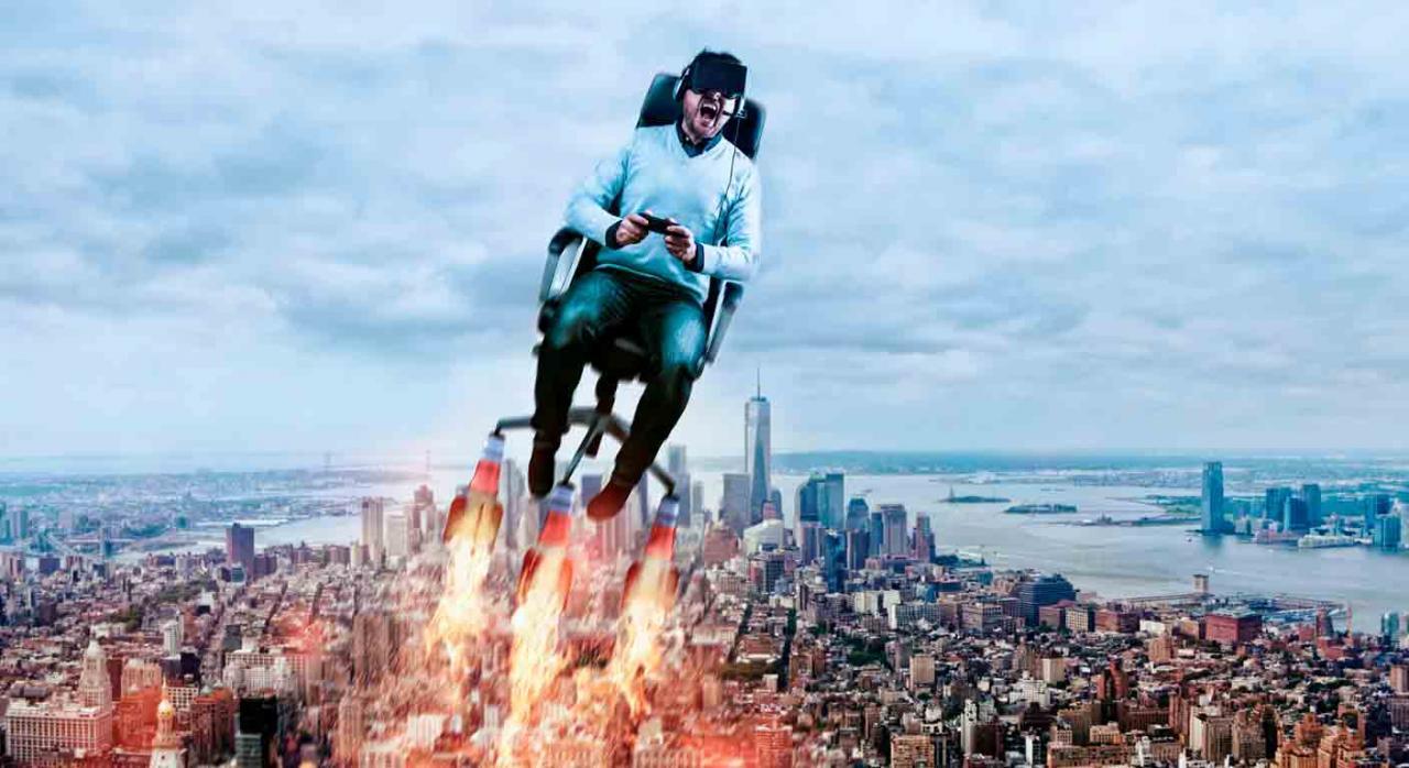 asignación de puestos móviles; hot desk; eficiencia organizativa; racionalidad económica. Imagen de un hombre con gafas 3d sentado en una silla de ordenador y sale volando. Concepto de realidad virtual