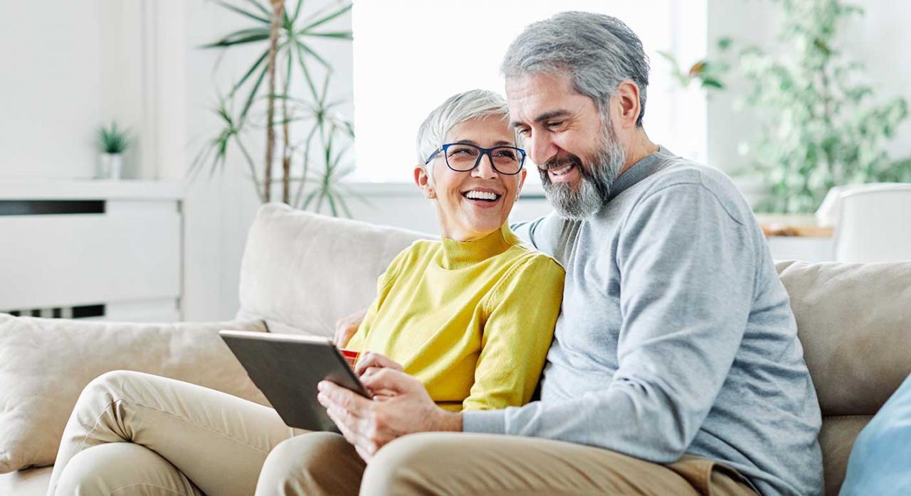 Reta; jubilación; cotizaciones; prescripción. Imagen de una pareja mayor feliz
