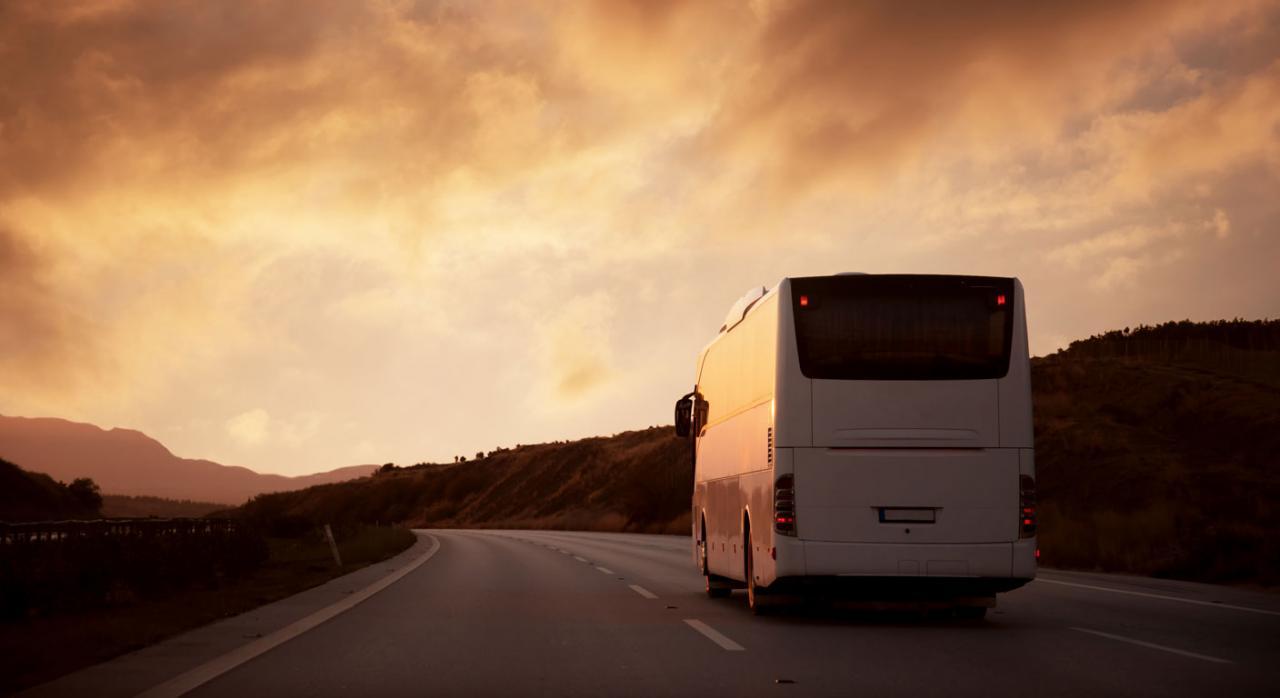 Transmisión de empresa sin cesión de activos. Imagen de un autobus en carretera