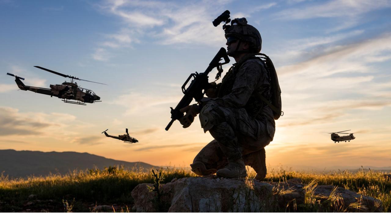 El Tribunal de Justicia precisa los casos en los que la Directiva relativa a determinados aspectos de la ordenación del tiempo de trabajo no se aplica a las actividades ejercidas por militares. Imagen de un militar en el campo