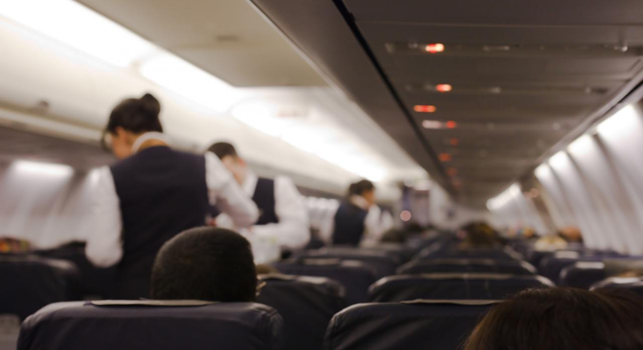 TSJ. Tripulantes de cabina de pasajeros que son matrimonio. La prohibición de la empresa a que vuelen juntos no va en contra del derecho a la conciliación de la vida familiar
